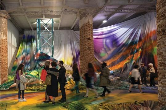 2017 yılında dünyanın önemli bienalleri arasında 15. İstanbul Bienali de var