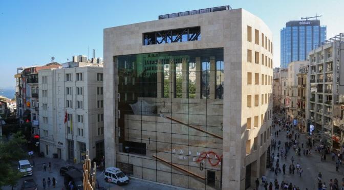 Yapı Kredi Kültür Sanat İstiklal Caddesi'ne döndü