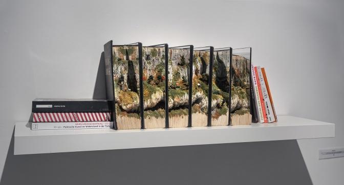 İrem Tok'un eserleriMuseum Sinclair-Haus'un Book Worlds sergisinde