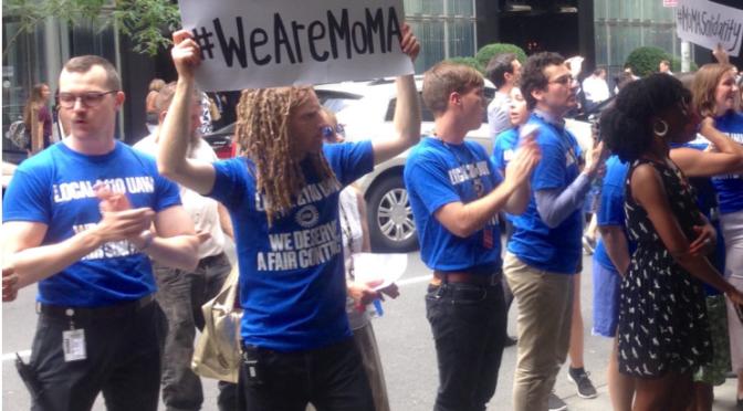 MoMA çalışanları kurumu protesto ediyor