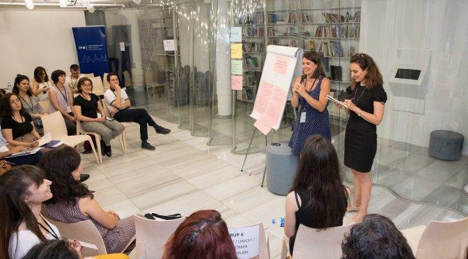 """""""İlkokullarda Mülteciler için Kapsayıcılık: Sanat, Kültür ve Sivil Toplum Kuruluşları İşbirliğiyle Okullarda Sosyal Uyumu Artırmak"""" başlıklı çalıştay gerçekleşti"""